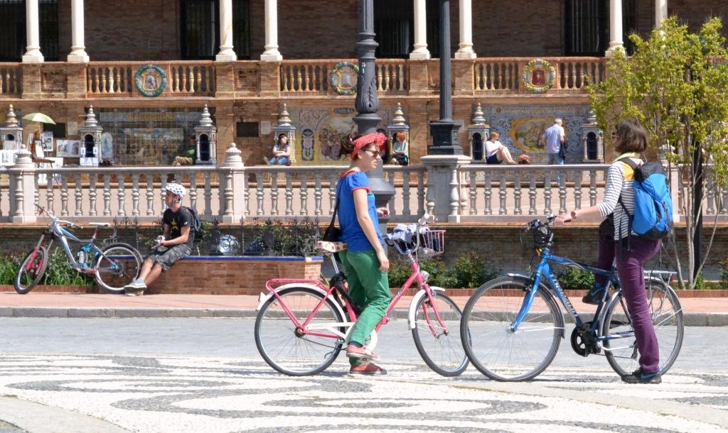 guiris on bikes