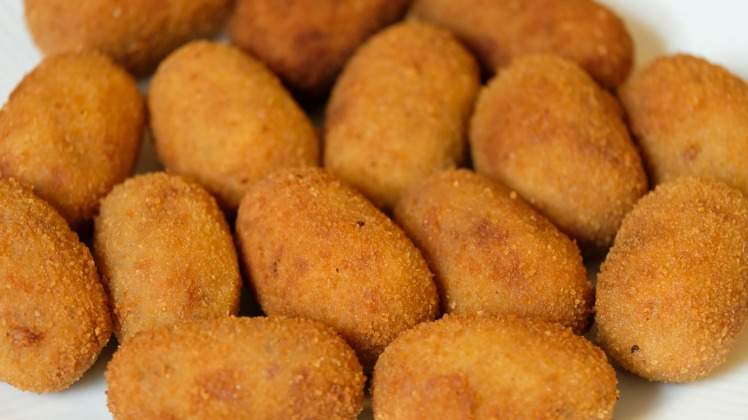 What food to order in seville? Croquestas.